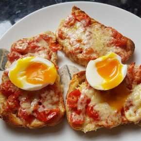 Recipe: Chilli pizza eggs