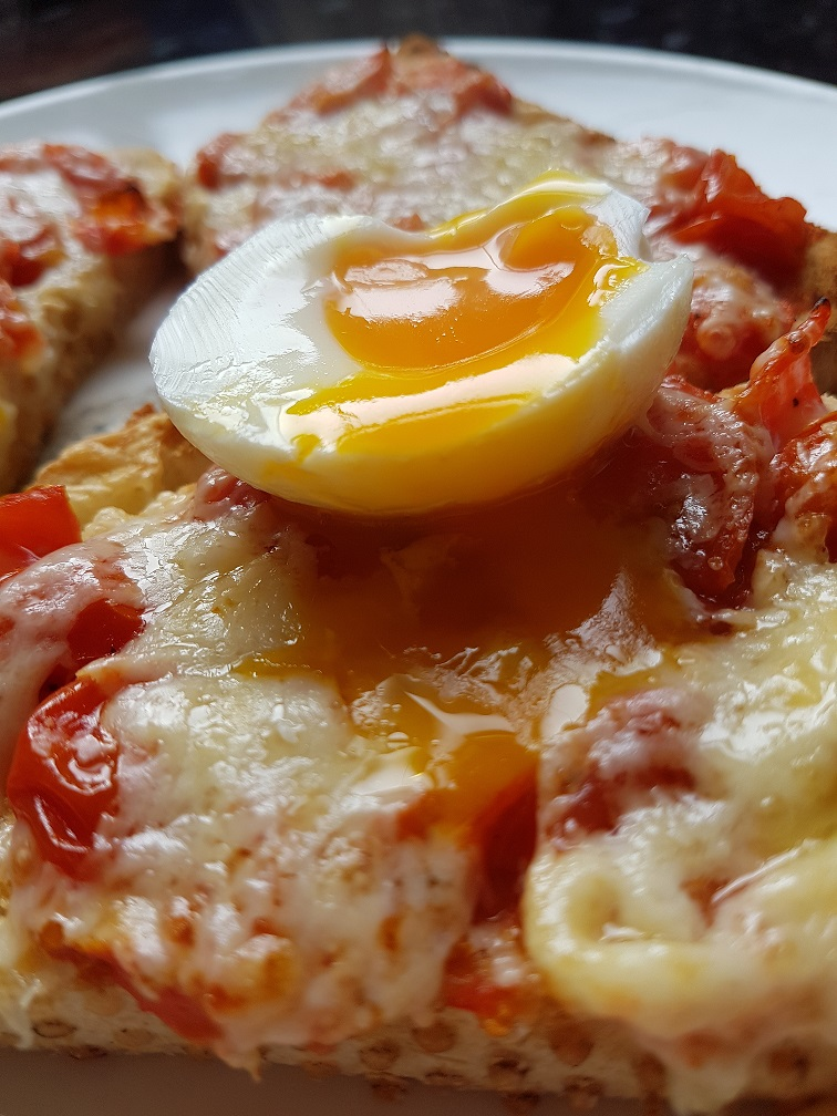 Chilli pizza eggs